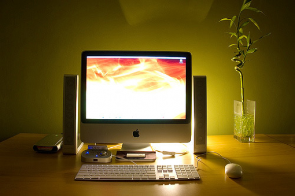 Zen - does it get any better than this perfect office setup.  Dim the lights and lets get to work!