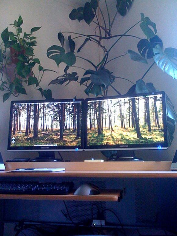 Eric's main workstation, powered by Ubuntu Linux.